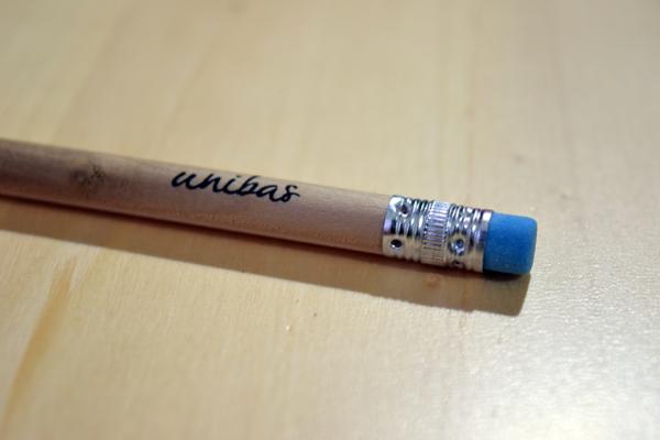 matita gomma blu